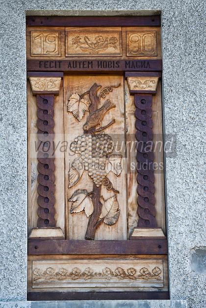 Europe/France/Rhône-Alpes/74/Haute Savoie/ Marin: Détail des volets sculptés de laCave Delalex
