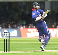.29/06/2002.Sport - Cricket - .NatWest triangler Series England - Sri Lanka - India.England vs India 50 overs.  Lord's ground.England batting -Nick Knight...