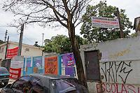 SÃO PAULO,SP, 14.11.2015 - PROTESTO-ESTUDANTES - Estudantes ocupam a Escola Estadual Professora Solange Antonio Landeiro Aguiar, no bairro do São Luiz, na zona sul de São Paulo, em ato contra o fechamento de escolas e o plano de reestruturação do ensino proposto pelo governo Geraldo Alckmin (PSDB) para 2016, neste sábado (14). (Foto: Douglas Pingituro/Brazil Photo Press)