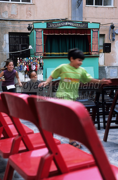 Europe/Italie/Calabre/Tropea : théâtre de guignol dans les rues