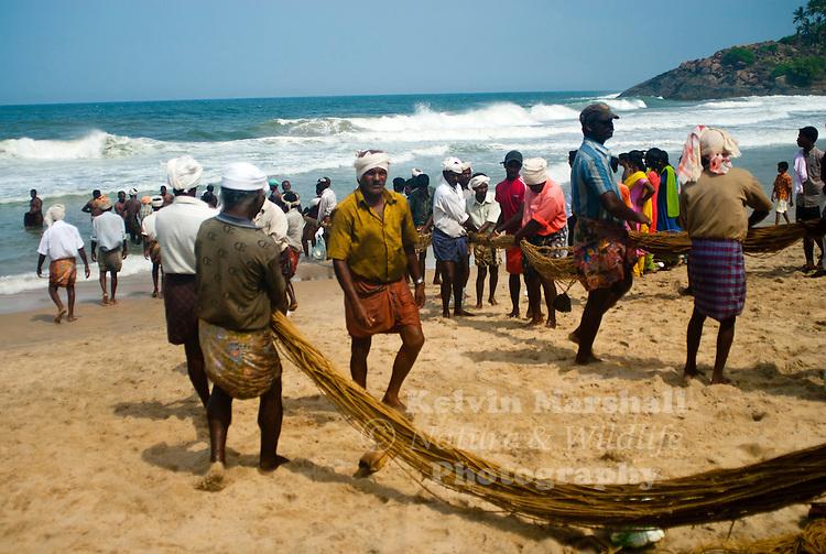 The main living in Kerala is fishing and the fishermen communities spread along the beautiful beaches of Kerala.