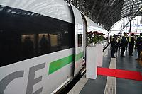 Zug steht abfahrbereit - Frankfurt 14.02.2020: Duplo Liebesreise zum Valentinstag nach Paris