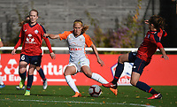 20181027 - CAMPHIN-EN-PEVELE , FRANCE : LOSC's Silke Demeyere (L) and Carla Polito (R) with Montpellier's Janice Cayman (M) pictured during the 8 th competition game between the women teams of Lille OSC and Montpellier Herault Sporting Club in the 2018-2019 season of the first Division - Ligue 1 at Domaine de Luchin , Saturday 27th Octobre 2018 ,  PHOTO Dirk Vuylsteke | Sportpix.Be
