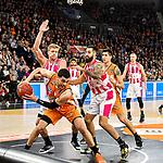 05.01.2020, ratiopharm arena, Neu-Ulm, GER, BBL, ratiopharm ulm vs Telekom Baskets Bonn, <br /> im Bild Gavin Schilling (Ulm, #34) wird von Benjamin Lischka (Bonn, #8) und Martin Breunig (Bonn, #12) angegriffen<br />   <br /> Foto © nordphoto / Hafner