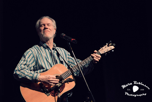 Loudon Wainwright III music photography by Cleveland rock photographer Mara Robinson