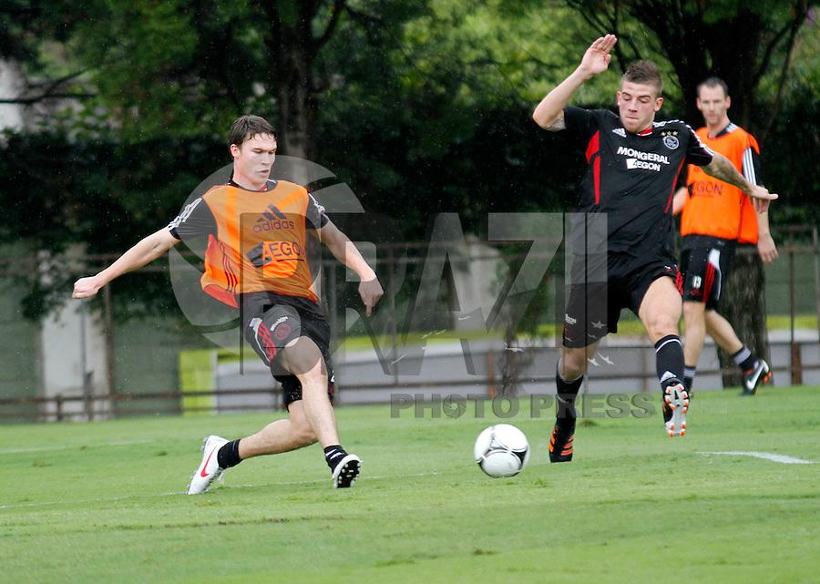 O jogadores do Ajax  durante treino no CT da Barra Funda na Manhã de hoje na zona oeste de São Paulo.FOTO ALE VIANNA - NEWS FREE.
