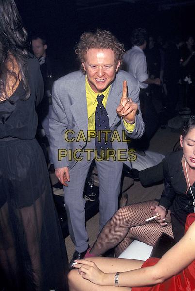SIMPLY RED ( MICK HUCKNALL ).26 September 1996.ref:3266.full length, full-length.www.capitalpictures.com.sales@capitalpictures.com.©Capital Pictures