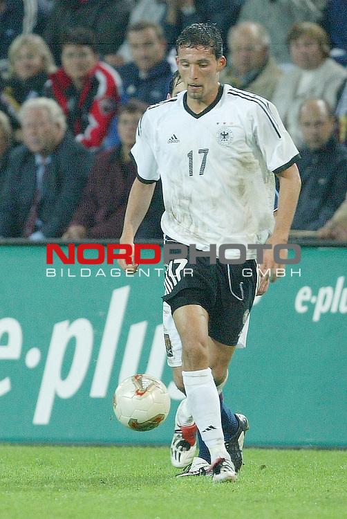 Laenderspiel EM 2004 Qualifikation<br /> Deutschland vs. Schottland 2:1<br /> <br /> Kevin Kuranyi<br /> Foto &copy; nordphoto <br />  *** Local Caption *** Foto ist honorarpflichtig! zzgl. gesetzl. MwSt.<br />  Belegexemplar erforderlich<br /> Adresse: nordphoto<br /> Georg-Reinke-Strasse 1<br /> 49377 Vechta