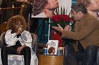 """SÃO PAULO-SP, 21.11.2018 - NOITE AUTOGRAFO- Elza Soares e Zeca Camargo lançam o livro """"Elza"""" na Livraria Cultura do Conjunto Nacional, na Avenida Paulista, na noite desta quarta-feira, 21.(Foto: Ciça Neder/Brazil Photo Press)"""