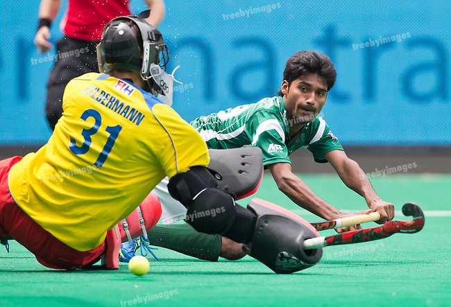 28/06/2015<br /> HWL Semi Final Antwerp Belgium 2015<br /> Pakistan v France Men<br /> Muhammad Dilber goals for Pakistan<br /> Photo: Grant Treeby