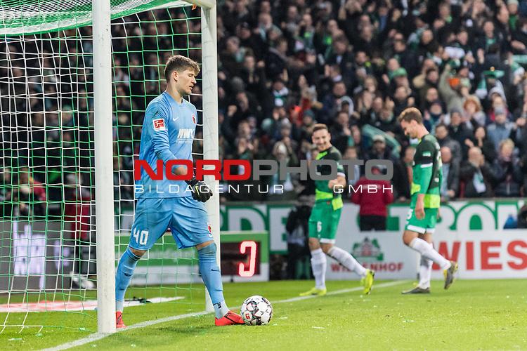 10.02.2019, Weserstadion, Bremen, GER, 1.FBL, Werder Bremen vs FC Augsburg<br /> <br /> DFL REGULATIONS PROHIBIT ANY USE OF PHOTOGRAPHS AS IMAGE SEQUENCES AND/OR QUASI-VIDEO.<br /> <br /> im Bild / picture shows<br /> Gregor Kobel (FC Augsburg #40) bedient nach 4:0, im Hintergrund bejubelt Torsch&uuml;tze Kevin M&ouml;hwald / Moehwald (Werder Bremen #06) seinen Treffer zum 4:0, <br /> <br /> Foto &copy; nordphoto / Ewert