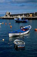 Spanien, Kanarische Inseln, Gomera, Fischerboote an der Playa Santiago
