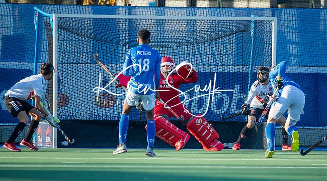 UTRECHT -   keeper Philip van Leeuwen (Adam)   tijdens  de hoofdklasse hockeywedstrijd mannen, Kampong-Amsterdam (4-3).  COPYRIGHT KOEN SUYK