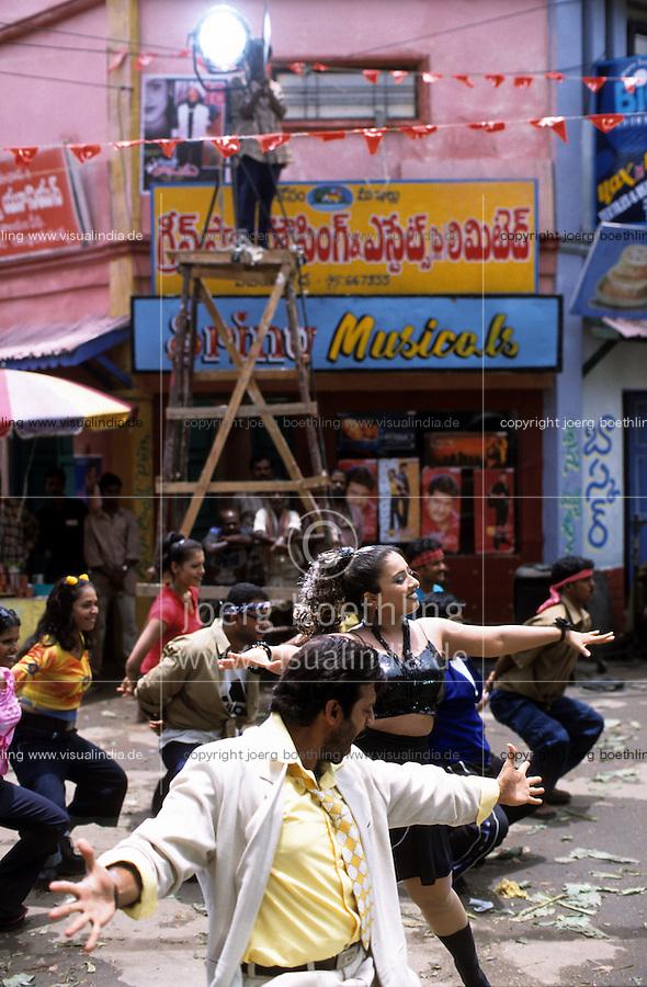 INDIA,Chennai Madras, Mallywood the tamil film industry, film shooting with actress Mumtaj and actor Ajith Kumar in AVM studios / INDIEN, Chennai frueher Madras, Filmset mit Mumtaj und Ajith Kumar im AVM Filmstudio, die Filmindustrie in Tamil Nadu wird auch Mallywood genannt