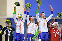 SCHAATSEN: CALGARY: Olympic Oval, 10-11-2013, Essent ISU World Cup, Team Pursuit, Ireen Wüst, Linda de Vries, Lotte van Beek (NED), ©foto Martin de Jong