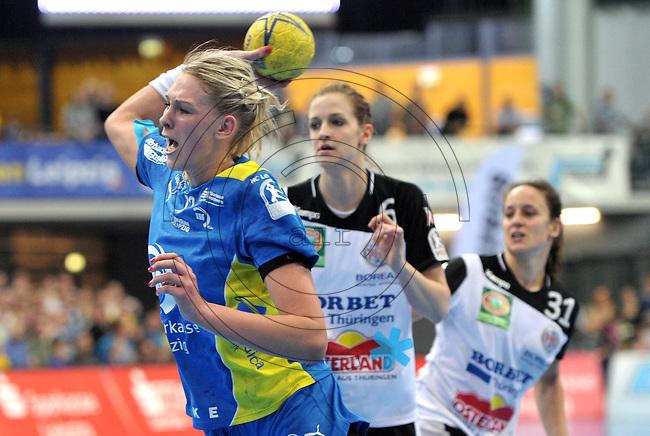 Handball Bundesliga Frauen - Playoff Finale um die deutsche Meisterschaft. Zum Hinspiel empfängt der Handballclub Leipzig (HCL) den Thüringer HC (THC). .IM BILD: Luisa Schulze (HCL) setzt sich am Kreis mit dem Ball durch. .Foto: Christian Nitsche