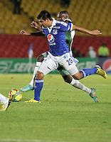 """BOGOTA, COLOMBIA -03-02-2013: Harrison Otalvaro (Izq.) mediocampista de Millonarios disputa el balón con Dager Palacios (Der.) de La Equidad en un partido por la Liga de Postobon I en el estadio Nemesio Camacho """"El Campín"""" en la ciudad de Bogotá, febrero 3, 2013. (Foto: VizzorImage / Luis Ramírez / Staff). Harrison Otalvaro (L) midfielder of Millonarios fights for the ball with Dager Palacios (R.), of La Equidad during a match for the Postobon I League at the Nemesio Camacho  ?El Campin? stadium in Bogota city, on February 3, 2013, (Photo: VizzorImage / Luis Ramírez / Staff)"""