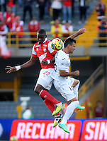 BOGOTA - COLOMBIA -04 -05-2014: D Mosquera (Izq.) jugador de Independiente Santa Fe disputa el balón con Marino Garcia (Der.) jugador de Once Caldas, durante partido de vuelta entre Independiente Santa Fe y Once Caldas por los cuartos de final de la Liga Postobon I-2014, jugado en el estadio Nemesio Camacho El Campin de la ciudad de Bogota. / D Mosquera (L) player of Independiente Santa Fe strggles for the ball with Marino Garcia (R) player of Once Caldas, during a match for the second leg between Independiente Santa Fe and Once Caldas for the quarter of finals of the Liga Postobon I -2014 at the Nemesio Camacho El Campin Stadium in Bogota city, Photos: VizzorImage  / Luis Ramirez / Staff.