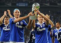 FUSSBALL   1. BUNDESLIGA   SAISON 2011/2012   SUPERCUP FC Schalke 04 - Borussia Dortmund            23.07.2011 Benedikt HOEWEDES (li) und Lewis HOLTY (re, beide Schalke) jubeln mit dem Ligapokal