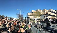 BEVERLY HILLS, CA, 26.02.2017 - PROTESTO-TRUMP - A atriz Jodie Foster fala durante protesto contra o o presidente norte americano Donald Trump no United Voices Rally na United Talent Agency em Beverly Hills, Califórnia nos Estados Unidos neste domingo, 26. (Foto: Gilbert Flores/Brazil Photo Press)