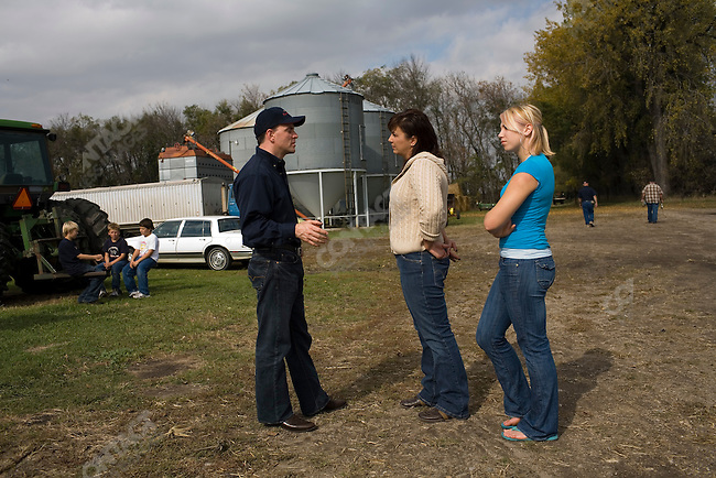 Farm Rescue founder Bill Gross talks with Dwayne Bring's wife, Connie, and the Bring's 15 year-old daughter, Jadelyne, at the Bring family farm. Galesburg, North Dakota, October 6, 2007.