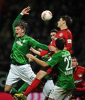 FUSSBALL   1. BUNDESLIGA    SAISON 2012/2013    14. Spieltag   SV Werder Bremen - Bayer 04 Leverkusen                28.11.2012 Sebastian Proedl (li, SV Werder Bremen) gegen Philipp Wollscheid (re, Bayer 04 Leverkusen)