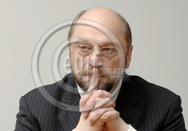 Brussels-Belgium - 10 February 2006---MEP Martin SCHULZ (PSE/DE) from Aachen/Germany, chairman of the Socialist Group in the European Parliament, during a press briefing in the EP---Photo: Horst Wagner/eup-images