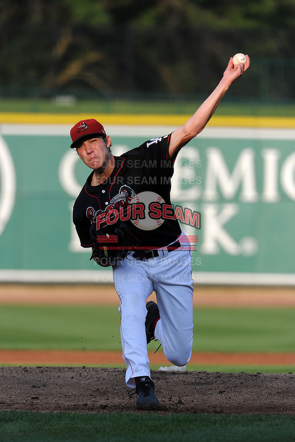 Great Lakes Loons starting pitcher Tom Windle (8) during a game against the Fort Wayne TinCaps on August 19, 2013 at Dow Diamond in Midland, Michigan.  Great Lakes defeated Fort Wayne 12-5.  (Mike Janes/Four Seam Images)