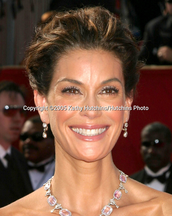Teri Hatcher .Primetime Emmys 2005.Shrine Auditorium.Los Angeles, CA.September 18, 2005.©2005 Kathy Hutchins / Hutchins Photo