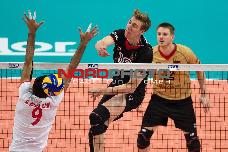 17.09.2014, Spodek, Kattowitz<br /> Volleyball, FIVB Volleyball Men`s World Championship 2014, 3. Runde, Deutschland (GER) vs. Iran (IRI)<br /> <br /> Block Adel Gholami (#9 IRI) - Angriff Max G&uuml;nth&ouml;r / Guenthoer (#16 GER)<br /> <br />   Foto &copy; nordphoto / Kurth