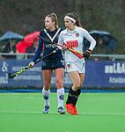 AMSTELVEEN -  Sosha Benninga (A'dam) met Anouk Lambers (Pin)   tijdens de hoofdklasse competitiewedstrijd dames, Pinoke-Amsterdam (3-4). COPYRIGHT KOEN SUYK