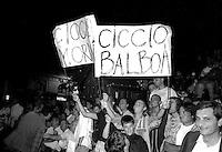 Roma  .Incontro  di boxe dilettanti.Tifosi durente un incontro a Piazza san Cosimato,Trastevere