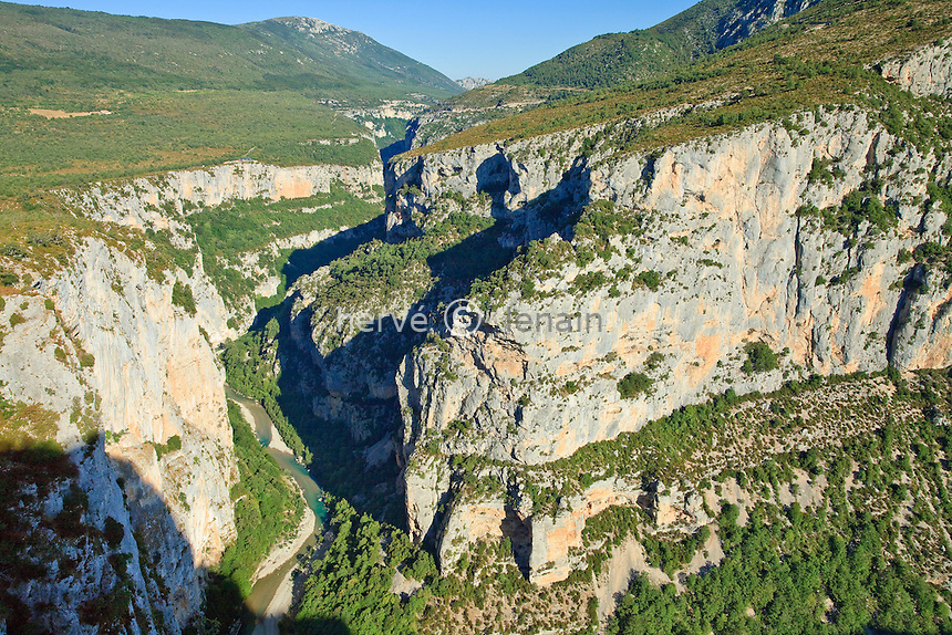 France, Var (83), parc naturel régional du Verdon, Gorges du Verdon, vue panoramique sur le canyon du Verdon depuis la route de la Corniche Sublime // France, Var, Parc Naturel Regional du Verdon (Natural Regional Park of Verdon), Gorges du Verdon, Verdon canyon panoramic view from the Corniche Sublime road