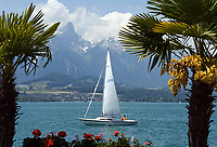 CHE, Schweiz, Kanton Bern, Berner Oberland, Oberhofen: Segelboot auf dem Thunersee | CHE, Switzerland, Bern Canton, Bernese Oberland, Oberhofen: sailing boat at Lake Thun