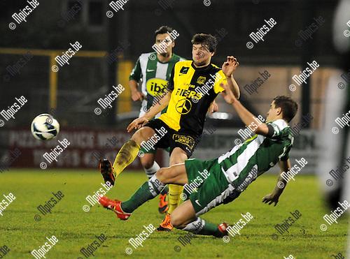 2013-03-09 / Voetbal / seizoen 2012-2013 / Racing Mechelen - Olsa Brakel / Gil Servaes (RMC) probeert Jelle Delie van de bal te zetten..Foto: Mpics.be