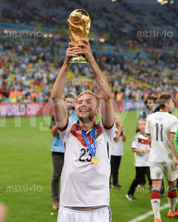 FUSSBALL WM 2014                       FINALE   Deutschland - Argentinien     13.07.2014 DEUTSCHLAND FEIERT DEN WM TITEL: Christoph Kramer jubelt mit dem WM Pokal