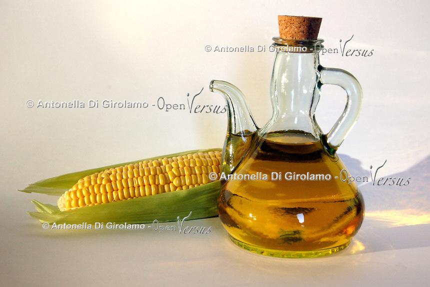 Olio di mais. Corn oil..