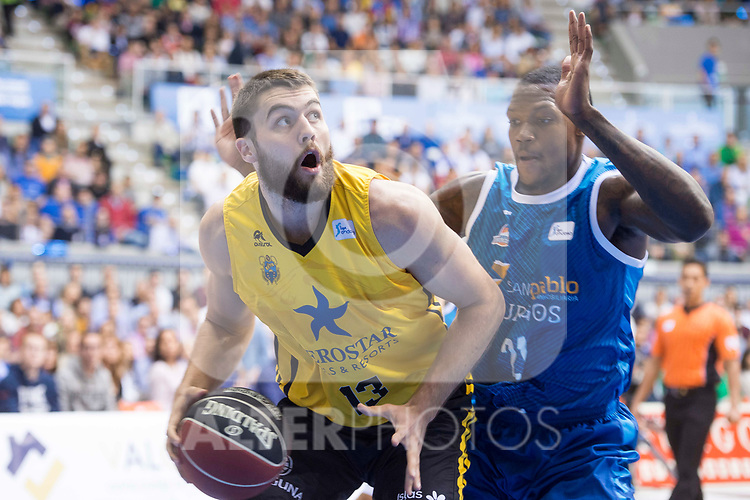 San Pablo Burgos's Deon Thompson and Iberostar Tenerife's Mike Toby during Liga Endesa match between San Pablo Burgos and Iberostar Tenerife at Coliseum Burgos in Burgos, Spain October 01, 2017. (ALTERPHOTOS/Borja B.Hojas)