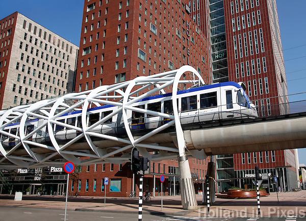 Randstadrail in het Beatrixkwartier in Den Haag