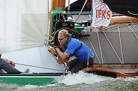 SKUTSJESILEN: LEMMER: Lemster Baai, 17-08-2012, IFKS skûtsjesilen, A-Klasse, skûtsje Lytse Lies, fokkenist, ©foto Martin de Jong