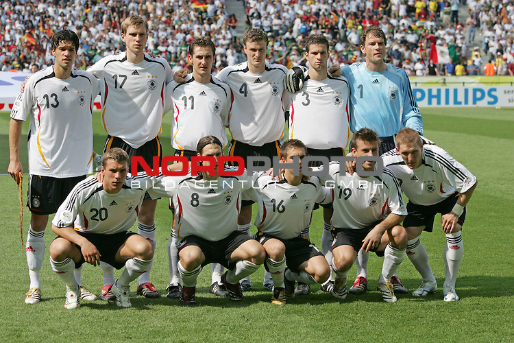 FIFA WM 2006 - Gruppe A ( Group A )<br /> Play #33 (20-Jun) - Ecuador vs Germany.<br /> Michael Ballack, Per Mertesacker, Miroslav Klose, Robert Huth, Arne Friedrich, Jens Lehmann (above) and Lukas Podolski, Torsten Frings, Philipp Lahm, Bernd Schneider and Bastian Schweinsteiger (below, l-r) from Germany pose prior to the match of the World Cup in Berlin.<br /> Foto &copy; nordphoto