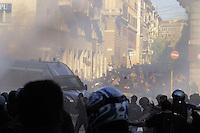 Roma,15 Ottobre 2011.Manifestazione contro la crisi e l'austerità..Corteo e scontri con le forze dell'ordine.La Polizia carica i manifestanti con i cannoni ad acqua