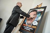 Praesentation der CDU-Kampagne fuer die Abgeordnetenhauswahl am 18. September 2016 in Berlin.<br /> Der CDU-Landesvorsitzende Frank Henkel stellte am Mittwoch den 6. April 2016 zusammen mit dem<br /> Wahlkampfleiter Kai Wegner und dem<br /> Kampagnenmanager Thomas Heilmann die Kampagne der Berliner CDU zur Abgeordnetenhauswahl vor. Konkrete Plakate mit Fotomotiven konnten nur eingeschraenkt gezeigt werden, da die CDU die Nutzungsrechte nicht erworben hat. So wurden den Journalisten nur Plakatideen und das Logo der Kampagne praesentiert.<br /> Im Bild: Ein CDU-Mitarbeiter stellt ein Plakat fuer den CDU-Kandidaten Heiko Melzer aus Berlin-Spandau auf.<br /> 6.4.2016, Berlin<br /> Copyright: Christian-Ditsch.de<br /> [Inhaltsveraendernde Manipulation des Fotos nur nach ausdruecklicher Genehmigung des Fotografen. Vereinbarungen ueber Abtretung von Persoenlichkeitsrechten/Model Release der abgebildeten Person/Personen liegen nicht vor. NO MODEL RELEASE! Nur fuer Redaktionelle Zwecke. Don't publish without copyright Christian-Ditsch.de, Veroeffentlichung nur mit Fotografennennung, sowie gegen Honorar, MwSt. und Beleg. Konto: I N G - D i B a, IBAN DE58500105175400192269, BIC INGDDEFFXXX, Kontakt: post@christian-ditsch.de<br /> Bei der Bearbeitung der Dateiinformationen darf die Urheberkennzeichnung in den EXIF- und  IPTC-Daten nicht entfernt werden, diese sind in digitalen Medien nach §95c UrhG rechtlich geschuetzt. Der Urhebervermerk wird gemaess §13 UrhG verlangt.]