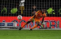 BOGOTA - COLOMBIA - 25 – 03 - 2018: Wuilker Fariñez, portero de Millonarios no logra detener el disparo de Pablo Rojas (Fuera de Cuadro), jugador de Jaguares F. C., al anotar gol de su equipo, durante partido de la fecha 10 entre Millonarios y Jaguares F. C., por la Liga Aguila I 2018, jugado en el estadio Nemesio Camacho El Campin de la ciudad de Bogota. / Wuilker Fariñez, goalkeeper of Millonarios fails to stop the shoot of Pablo Rojas (Out of Frame), player of Jaguares F. C., the goal of his team, during a match of the 10th date between Millonarios and Jaguares F. C., for the Liga Aguila I 2018 played at the Nemesio Camacho El Campin Stadium in Bogota city, Photo: VizzorImage / Luis Ramirez / Staff.