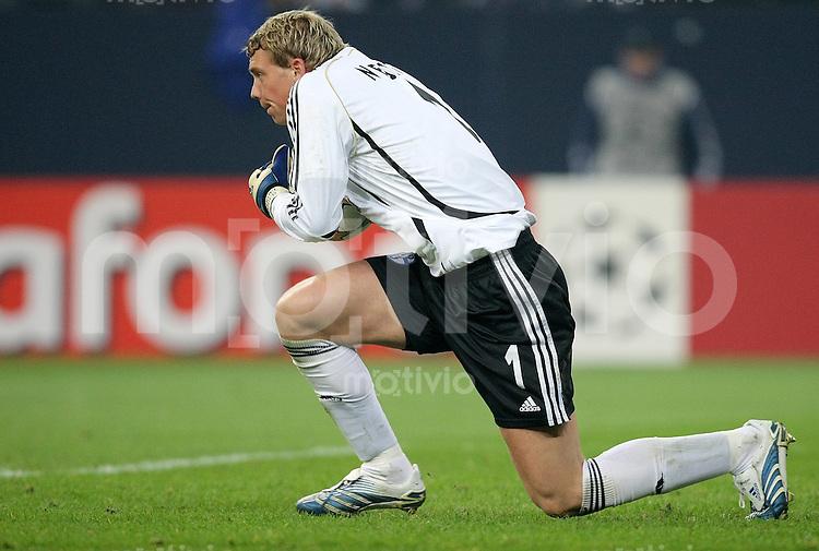 FUSSBALL  CHAMPIONS LEAGUE   VIERTELFINALE   SAISON 2007/2008 FC Schalke 04  - FC Barcelona                           01.04.2008 Torwart Manuel NEUER (FC Schalke 04)