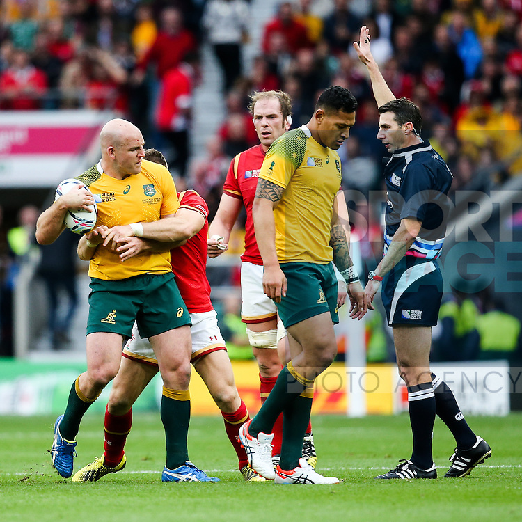Wales' Gareth Davies and Australia's Stephen Moore have a disagreement after Wales are awarded a penalty - Rugby World Cup 2015 - Pool A - Australia v Wales - Twickenham Stadium - London- England - 10th October 2015 - Picture Charlie Forgham Bailey/Sportimage