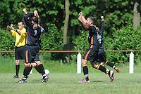 VOETBAL: SINT NICOLAASGA: Sportpark v.v. Renado, 27-05-2012, Nacompetitie Zondag 3e/4e klasse, Renado 1 - SC Stiens 1, Eindstand 2-2, Scheidsrechter Erwin Denissen (uit Sneek) fluit voor het einde van de wedstrijd, vreugde en opluchting bij Mike Procee (#2 SC Stiens), Harrie Dijkstra (#5 SC Stiens), Harmen Visser (#14 SC Stiens), ©foto Martin de Jong