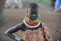 KENIA Turkana Region , Kakuma, hier leben die Turkana ein nilotisches Volk, durch Duerre und Missernten kommt es hier regelmaessig zu Hungersnoeten, Verteilung von Nahrungsmittel durch Don Bosco / KENYA Turkana Region, Kakuma , here the Turkana a nilotic tribe are living, hunger catastrophy are permanent due to drought and bad harvest hunger, Don Bosco distributes food