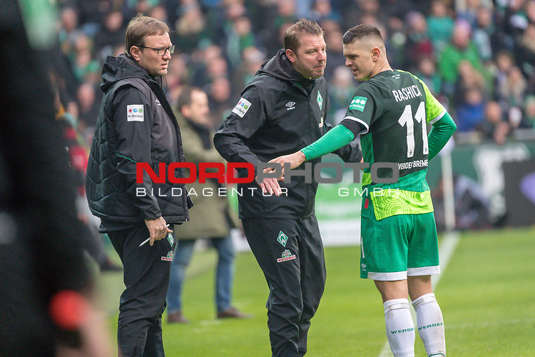 10.02.2019, Weser Stadion, Bremen, GER, 1.FBL, Werder Bremen vs FC Augsburg, <br /> <br /> DFL REGULATIONS PROHIBIT ANY USE OF PHOTOGRAPHS AS IMAGE SEQUENCES AND/OR QUASI-VIDEO.<br /> <br />  im Bild<br /> <br /> Florian Kohfeldt (Trainer SV Werder Bremen)<br /> Milot Rashica (Werder Bremen #11)<br /> Verletzung / verletzt / Schmerzen<br /> Auswechslung<br /> <br /> Foto © nordphoto / Kokenge