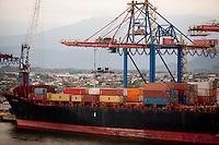 Santos_SP, Brasil...Porto de Santos em Sao Paulo...Santos Port in Sao Paulo...Foto: LEO DRUMOND / NITRO